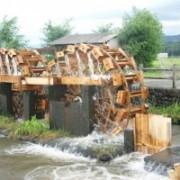 朝倉の水車が動き始めています。田に水が行き渡ります。